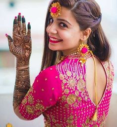 Mehendi clicks Brides Must have on Mehendi Photography wedding photography Indian Bridal Photos, Indian Wedding Poses, Indian Wedding Pictures, Indian Engagement Photos, Mehendi Photography, Indian Wedding Couple Photography, Bride Photography, Indian Photography, Outdoor Photography