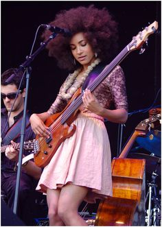 Esperanza Spalding music @ All About Jazz Jazz Artists, Jazz Musicians, Music Artists, Esperanza Spalding, Guitar Girl, Rock And Roll, Women Of Rock, Female Guitarist, Jazz Blues