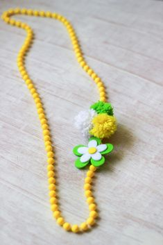 We love making pom poms with yarn. They are simple and fun, everyone can make these! Plus they make pretty garlands and present toppers, so why not jewelry for a yarn pom-pom necklace? Here's the easy tutorial! Arts And Crafts For Teens, Art Projects For Adults, Easy Crafts For Kids, Arts And Crafts Projects, Arts And Crafts Supplies, Crafts To Make, Fun Crafts, Halloween Art Projects, How To Make A Pom Pom