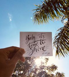 Baby, it's #time to #shine . . #digahero . #handlettering #lettering #frases #inspiracao #inspiração #reflexão #mensagem #dicadodia #beauty #paradise #lindo #boatarde #bomdia