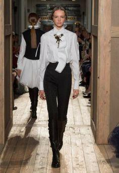 Valentino-Haute-Couture-2016-Fall-Runway-Show03