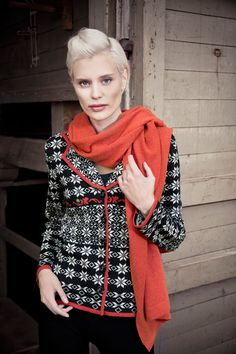 Cosy cardigan with a scarf in cashmere and merino. www.kriss.eu