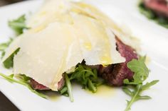 Ben je gek op steak? Dan is tagliata di manzo een gerechtje voor in je repertoire. Deze Italiaanse klassieker is bovendien vliegensvlug klaar.