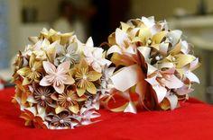 A Ana Nascimento Origami Criativo faz os origamis mais lindos pro seu casamento! Buquês, convites, envelopes, lembrancinhas, papelaria e cortinas de Tsuru.