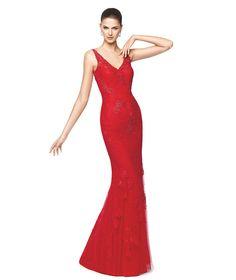 Vestido de fiesta rojo largo con detalles de encaje Modelo Nilia - Pronovias 2015