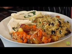 Arroz indonesio - Pollo con ensalada tropical | Andrés Trujillo | La Sartén por el Mango - YouTube Chefs, Tropical, Make It Yourself, Chicken, Youtube, Food, Gastronomia, Chicken Recipes, Rice