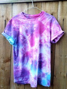 Tie Dye Top handmade in Hexham, Newcastle. Tops are each, this one includes the colours blue and pink. Tie Dye Top handmade in Hexham, Newcastle. Tops are each, this one includes the colours blue and pink. Short sleeved and comfy to wear. Blue Tie Dye Shirt, Diy Tie Dye Shirts, Tie Dye Tops, Dye T Shirt, Tye Die Shirts, Tie Dye Hoodie, Diy Shirt, Camisa Tie Dye, Diy Camisa