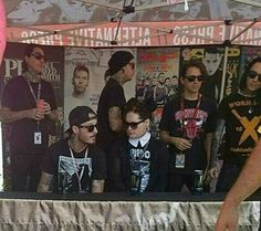 MIW busy at a signing session!!