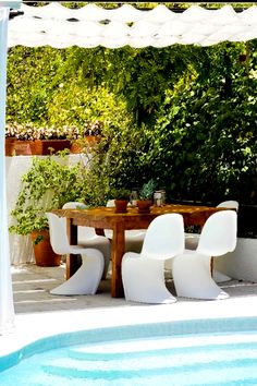 Luxury Apartments, Luxury Homes, Garden Furniture, Outdoor Furniture Sets, Los Angeles Apartments, Beverly Hills Hotel, European Furniture, Light And Space, Open Layout