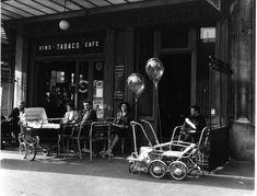 Robert Doisneau // Cafes -  Vins tabac, ballons 1953