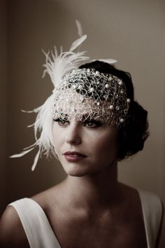 fascinator styles Here are some stunning images and ideas to help you plan a wedding, with inspiration from The Great Gatsby. Great Gatsby Wedding, 1920s Wedding, Wedding Veils, Gatsby Party, Hair Wedding, Wedding Dresses, Perfect Wedding, Wedding Makeup, Wedding Art