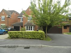 4 bed, 3 bath furnished house in Holmer Green