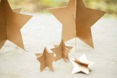 Arany csillagok müzlis dobozból / : DIY Tuesday: Holiday Gold Stars