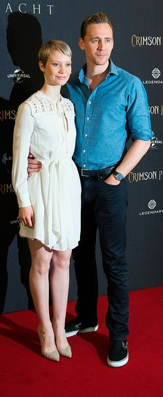 Tom Hiddleston and Mia Wasikowska attend the Crimson Peak photocall at The Regent Hotel on September 30, 2015 in Berlin, Germany. Full size image: http://ww4.sinaimg.cn/large/6e14d388gw1ewkoaq6z8zj21jk2bcb29.jpg Source: Torrilla, Weibo