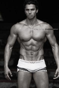 """Encore un fitness model """"made in Canada"""" à la ligne parfaite ! A croire qu'ils sont doués pour ça, là bas ;)"""