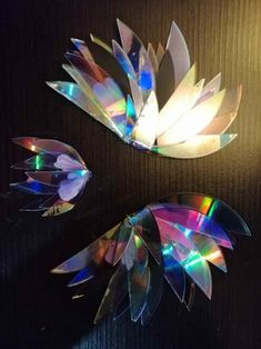 Broken CD Bird: Hi, in this instructable we will give life to our old CDs, this time we will create a hummingbird shaped mobile with beautiful colors and reflections. Arts And Crafts For Teens, Diy And Crafts, Cd Case Crafts, Recycled Cd Crafts, Cd Recycle, Purple Manicure, Cd Artwork, Old Cds, Trash To Treasure