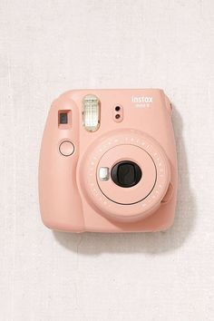 Slide View: Fujifilm X UO Instax Mini 9 Instant Camera I really like this one but this rose color is only sold at urban outfitters but I like the white and light blue one also Polaroid Instax Mini, Fujifilm Instax Mini, Instax Mini 9, Polaroid Camera Colors, Poloroid Camera, Dslr Photography Tips, Photography Equipment, Photography Tutorials, Camera Accessories