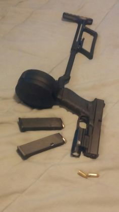 Glock 17 Gen 3 50 round drum detachable shoulder stock NcStar flashlight attachment and 2 factory 17 round mags