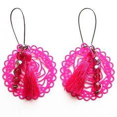 Reposting @cciliacreativbijoux: Réf.17665 #bouclesdoreilles #earrings #perles #facette #crochet #estampe #pompon #rose #pink #fuchsia #bijoux #mode #fashion #followme #beastarter #cciliacreativbijoux
