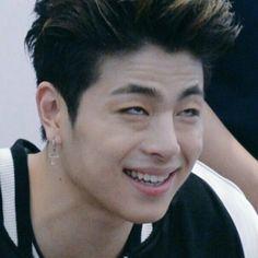 Ikon Junhoe, Ikon Kpop, Hanbin, Meme Faces, Funny Faces, Yg Artist, Ikon Debut, Cartoon Jokes, Hey Man