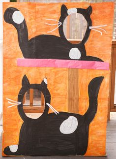 Photo backdrop - cat party - http://nearlycrafty.com/party-photo-wall/