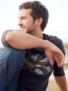 luke bryan. cant wait to go to his concert with Jason Aldean! mmmmm <3