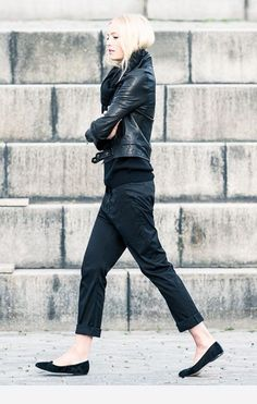 All black outfit - Winter outfit ideas and street style inspiration - Style Noir, Mode Style, Style Me, Black Style, Italian Loafers, Black Leather Biker Jacket, Biker Jacket Outfit, Leather Pants, Look Fashion