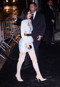 Kylie Jenner Photos - Kylie Jenner arrives to the Gilded Lily on May 2016 in New York City. - 'Manus x Machina: Fashion in an Age of Technology' Costume Institute Gala - After Parties Kylie Jenner Photos, Kylie Jenner Look, Kylie Jenner Outfits, Maquillage Kylie Jenner, Kylie Kardashian, Jenner Family, Vanity Fair Oscar Party, Costume Institute, Celebs