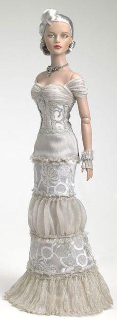 Представляю вашему вниманию красивую подборку кукол - невест! Вышивка, дорогие ткани, кружева, интересный дизайн... Итак, начнем. Наслаждайтесь! Куклы Tom Francirek & Andre Oliveira.Произведения этих двух авторов удивляют своим качеством, артистизмом и красотой. Они неустанно работают над совершенствованием своего мастерства, которое проявляется в каждой кукле, что рождается в их студии.