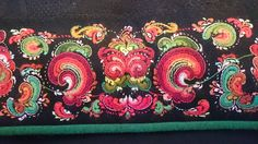 Saum tilhører Marit Røysland Cross Stitch Embroidery, Hand Embroidery, Embroidery Designs, Needlepoint, Norway, Diy And Crafts, Traditional, Crafty, Creative
