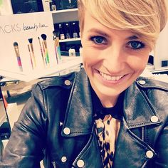 Heute im Apropos Concept Store in Düsseldorf mit JACKS beauty line! Come by for a meet and great! @apropos_store Benrather Str. 15 #jacksbeautyline #miriamjacks #aproposstore #apropos #brushes #makeuppinsel #beautybar