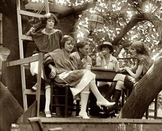 ""\Smoking at The Krazy Kat Klub, a bohemian hangout, in a treehouse, in Washington DC. These pictures are from 1921. In 1919 the Washington Post described it as, """"something like a Greenwich Village coffee house, in an alley near Thomas Circle"""".  - I wish I could go here!""236|190|?|en|2|98ad689195787868e0c6769d5eb5784f|False|UNLIKELY|0.3332664966583252