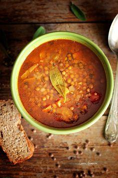 Supa de linte si rosii intregi decojite Sun Food. Reteta de supa de linte cu speck si dafin. Reteta supei de linte a mamei mele. Reteta cu linte.