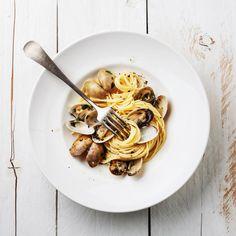 Clam Pasta, Pasta Dishes, Cold Pasta Recipes, Spaghetti Vongole, Clam Sauce, Love Eat, Pesto Pasta, Food Trends, Clams