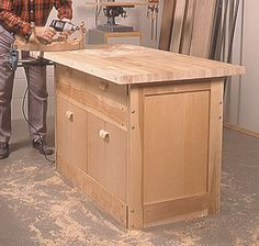 Wood Magazine - Woodworking Project Paper Plan to Build Labor-of-Love Workbench Woodworking School, Beginner Woodworking Projects, Learn Woodworking, Woodworking Techniques, Custom Woodworking, Woodworking Bench, Woodworking Courses, Woodworking Basics, Woodworking Magazine
