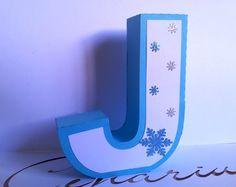 Letra em 3D Decorada Confeccionada em papel 180g. Acabamento em papel glitter.  Altura 14cm cenarium.arte@hotmail.com