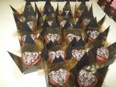 Roseli Minutti - Recheou o Cachepô Coração e decorou com Decorativa Coraçãozinho estampado.