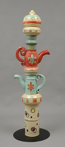 Tea pot garden totem pole- Think Mama would love this for her garden!