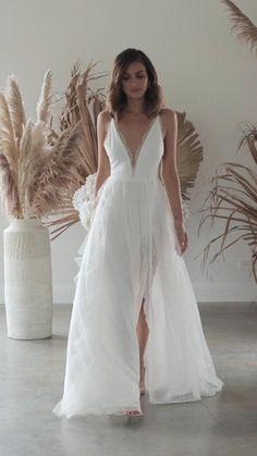 elegant lace split beach wedding dresses, #vestido I Dress, Lace Dress, White Dress, Lace Skirt, Bridesmaid Dresses, Wedding Dresses, Lace Wedding, Peacock Wedding, Wedding Rustic