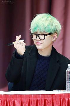 Mint haired Yoongi