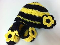 Bee crocheted hat and slippers  www.facebook.com/ateliervivifezarte #crochetforkids  #crochet  #beecrochethat #beecrochetslippers
