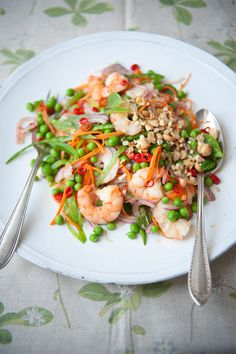 prawn, pea and carrot salad// 450g peas in pods (gives about 180g peas ...
