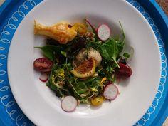 Lachsmousse auf buntem Blattsalat