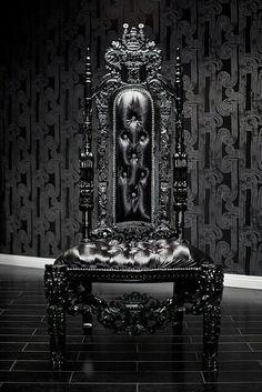 Black Lion, Hochlehner, Schwarze Haus, Ledersofa, Schwarzes Leder, Gotik,  Throne Chair