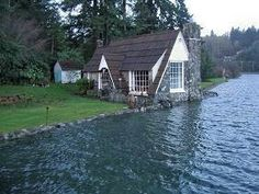 Port Orchard Washington Romantic Getaway Bed and Breakfast. Maybe a place to go for a night before we fly out of town.