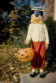 Vintage Halloween photo of trick or treater in a Huckleberry Hound mask & costume