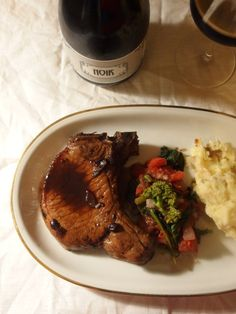 Schweinekoteletts in einer Sauce aus Kaffee und schwarzer Johannisbeere & Noir Bier