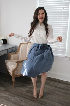 What to wear to an interview. How to dress for a hospital interview. How to dress for a nursing interview. How to stand out in an interview. Interview attire, midi skirt, tuxedo blouse, nude heels.