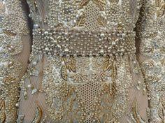 alta moda di Valentino alla scoperta dei tessuti e delle lavorazioni più preziose