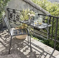 Salons et meubles de balcon: notre shopping malin - Marie Claire Small Outdoor Spaces, Outdoor Furniture Sets, Outdoor Decor, New Homes, Backyard, Chair, Home Decor, Daybeds, Marie Claire